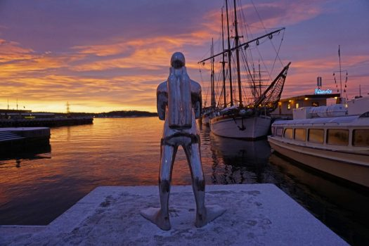 Norway, Oslo, The Scuba Diver by Ola Enstad at Oslo Harbour, incentive travel, MICE © VISITOSLOTord Baklund